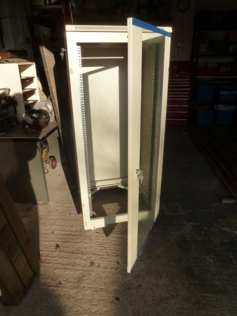 G4URT server cabinet for sale